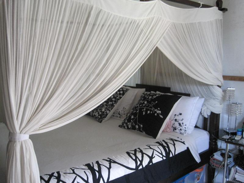 Romantic four poster bed - GLASS HOUSE 1BR | SANUR - Denpasar - rentals