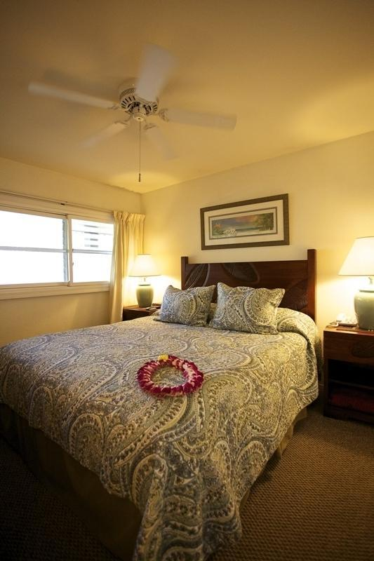 Rest your hawaiian nights away in a luxurious king sized bed. - Wailua Bay View Oceanfront Beauty Awaits You! - Kapaa - rentals