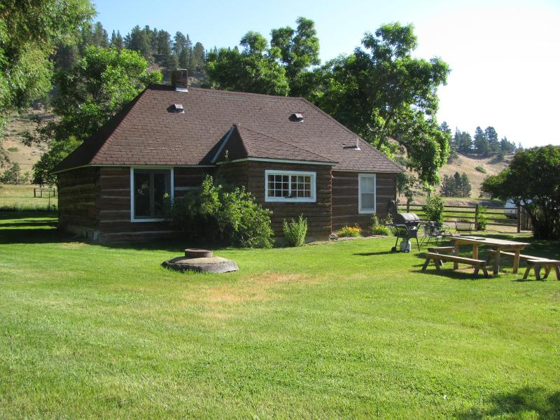 Beautiful homesteader's cabin - Torgrimson Place - Fishtail - rentals
