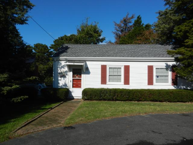 Walk to Nauset from this Lovely Cottage (1031) - Image 1 - East Orleans - rentals