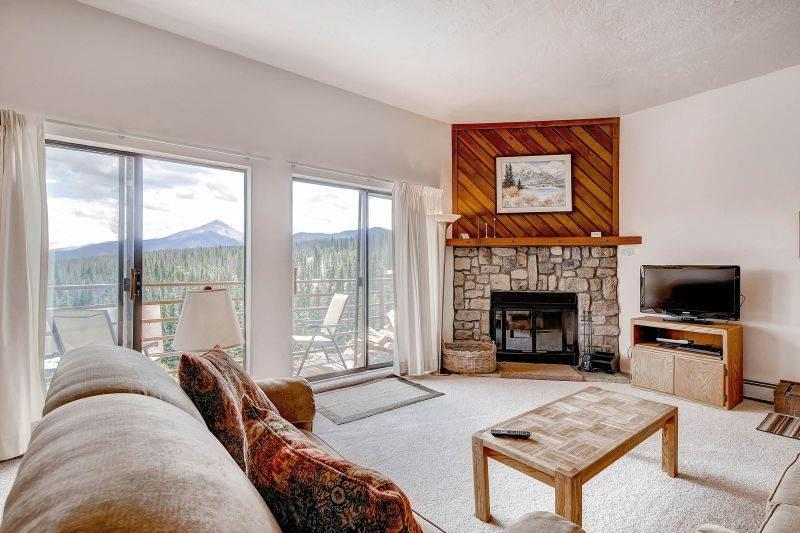 2 BR/2 BA Condo, breathtaking views, inviting atmosphere for 6 - Image 1 - Silverthorne - rentals