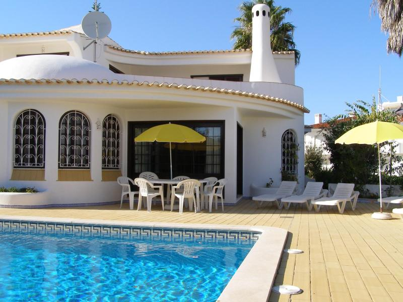 Charming villa in peaceful residential location - Image 1 - Albufeira - rentals