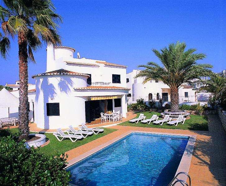 Nice 4bdr villa w/ AC just 250m from Galé beach - Image 1 - Albufeira - rentals