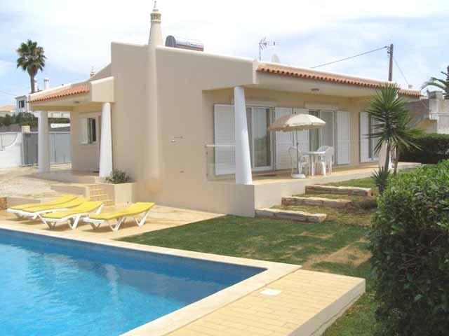 Lovely 2bdr Air Cond villa 800m from Castelo beach - Image 1 - Albufeira - rentals