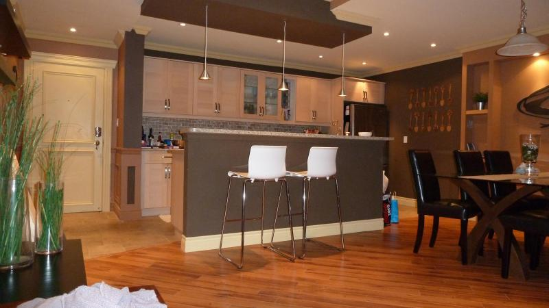 Kitchen and Dinning Room - MUST SEE! 3 Bedroom Penthouse downtown Mississauga - Mississauga - rentals