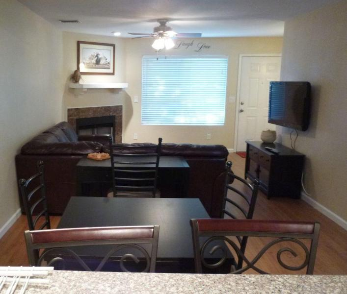 dining, desk, living room - Alta Mesa Townhouse: 2 Master Bedrooms And Pool - Mesa - rentals