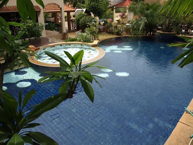 Pattaya Private Pool Villa near the beach - Thailand Holiday Villas - LARGE PRIVATE SWIMMING POOL - JACUZZI & KIDS POOL - Pattaya - rentals
