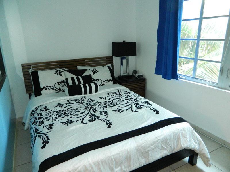 Cozy queen bed with lovely view - Beachfront Ocean Drive ! studio sleeps 3 - Miami Beach - rentals
