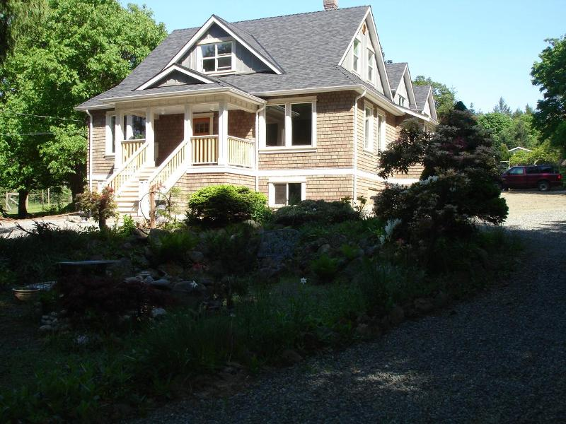 Cedar Grove Farm B&B Maple Bay - Image 1 - Duncan - rentals
