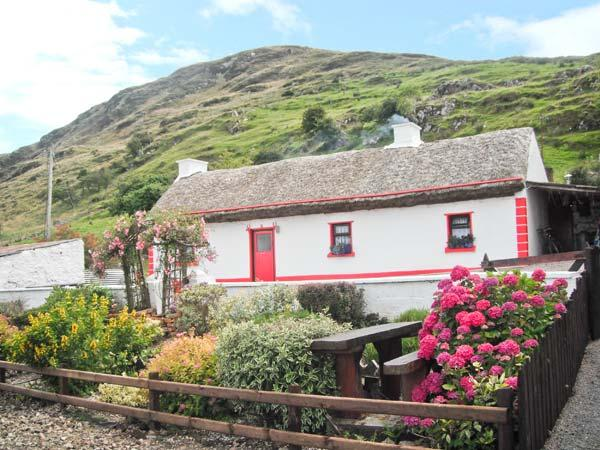 CRONKEERIN THATCHED COTTAGE, detached, woodburner, off road parking, in Ardhara, Ref 22250 - Image 1 - Ardara - rentals