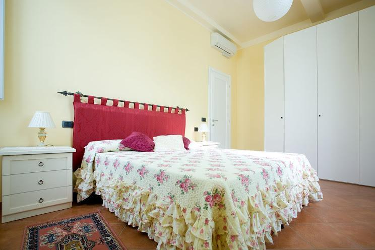 First Double Bedroom - Wonderful Apartment in the heart of Florence - Florence - rentals