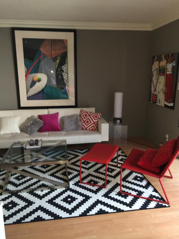 Living room/salon - W. Hollywood BIG 1King+queen bed A/C WiFi, HDTV #7 - West Hollywood - rentals