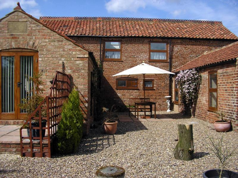 Fen View patio - Kents Farm Self Catering Holiday Cottage , Lincs - Louth - rentals