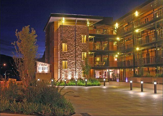 Beautiful and Spacious Chelan Resort Suites Condo 105 - Image 1 - Chelan - rentals