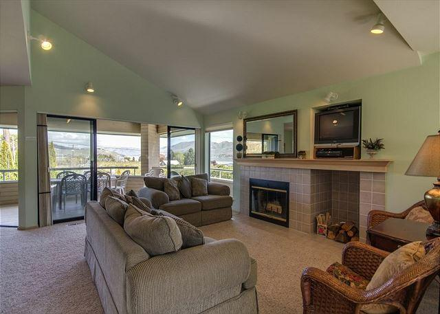 Stylish Wapato Point Halmalka Condo #508A with Sweeping Lake Views - Image 1 - Manson - rentals