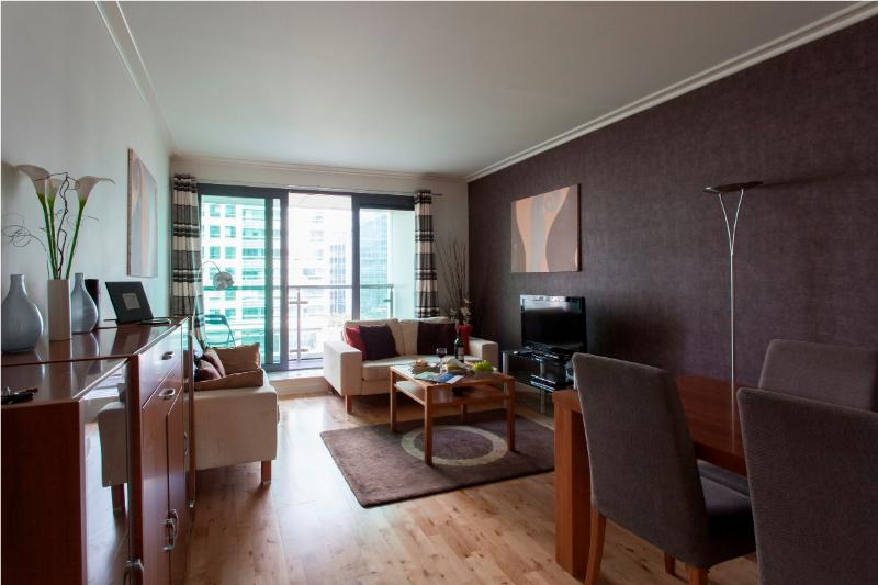 Stylish Dockland West 2 bed apt in Canary Wharf  - Image 1 - London - rentals