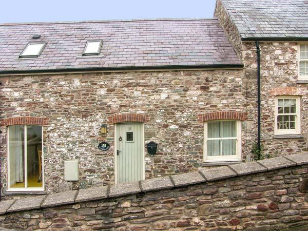 LIMESLADE, coastal setting, off road parking, enclosed garden, in Laugharne, Ref 21317 - Image 1 - Laugharne - rentals