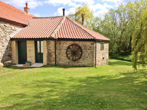 THE WHEELHOUSE, character cottage with woodburner, by beck in Barton, Richmond Ref 21956 - Image 1 - Richmond - rentals