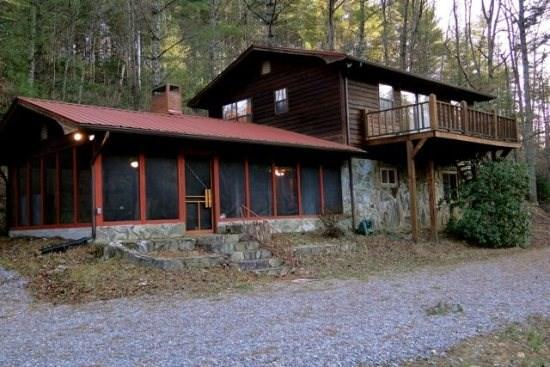 River Retreat - A vacation cabin near Blue Ridge along the Toccoa River that is perfect for family and small groups. River Retreat - Blue Ridge - rentals