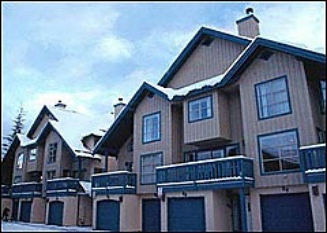 Comfortable 2 bdm, 2 bath townhome, close to slopes & village. Private garage - Image 1 - Whistler - rentals