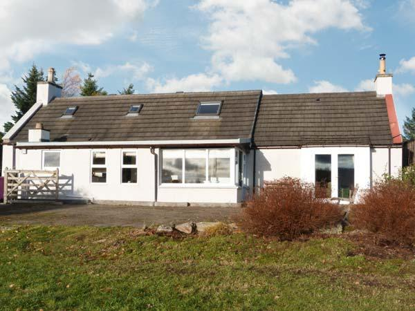 NEWLANDS, family accommodation, woodburning stove, lovely views, near golf in Archiestown, Ref 21275 - Image 1 - Archiestown - rentals