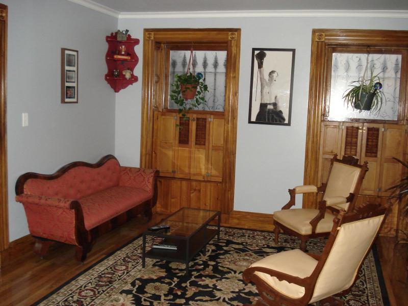 Living Room - Sunny 1 Bedroom Garden Apartment - Brooklyn - rentals