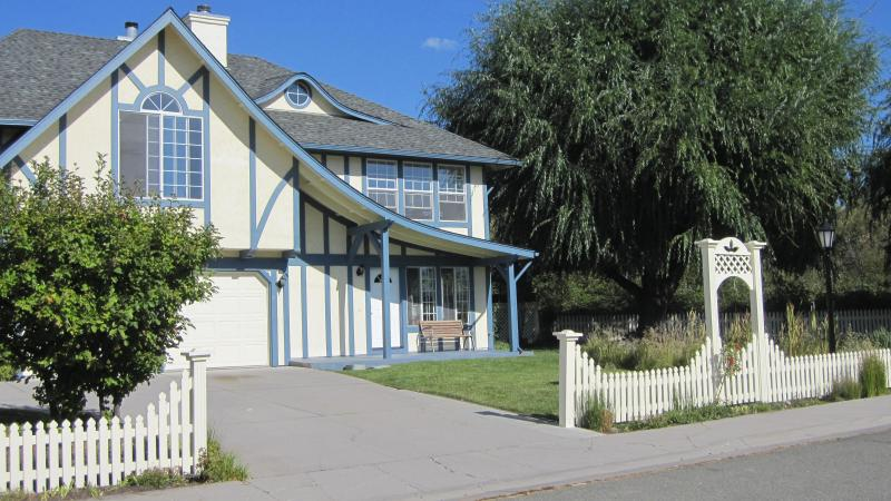 Angel House front view - Magical Angel House private, quiet & downtown too! - Mount Shasta - rentals