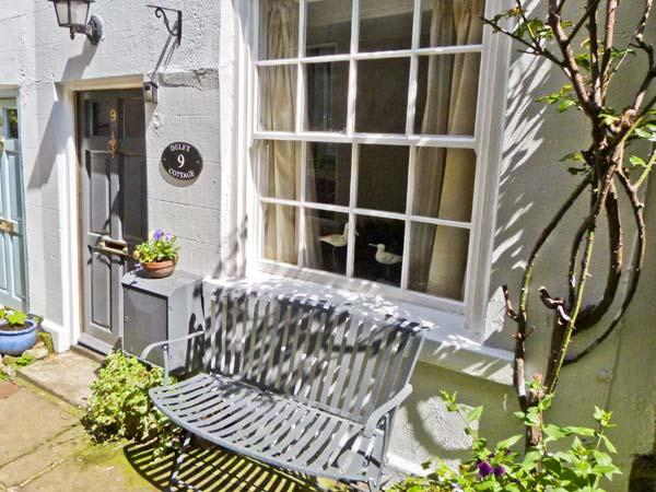 DELIT COTTAGE, fisherman's cottage, beams, multi-fuel stove, walking distance to shops, pubs and beach, in Robin Hood's Bay, Ref 21885 - Image 1 - Robin Hood's Bay - rentals