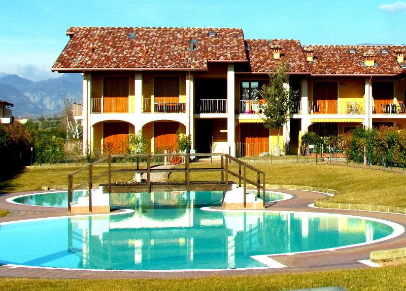Internal court yard with pool - Comfortable flat, x 4, with pool, 900mt fm beaches - Puegnago sul Garda - rentals