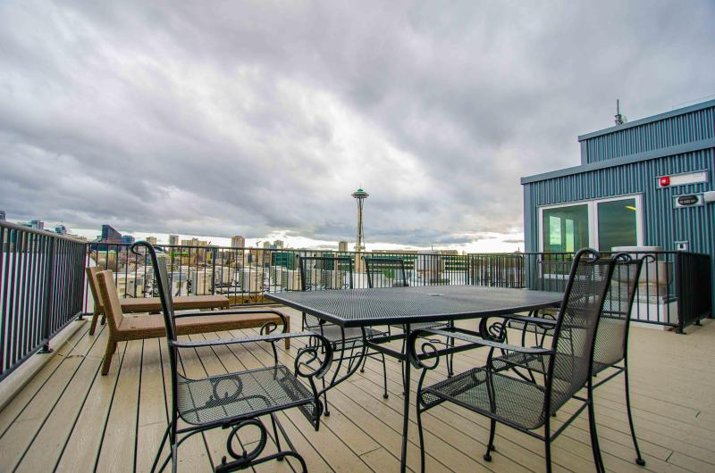 Stunning 360 degrees View from the Rooftop Deck! - Modern! Great View - 5 mins Walk to Space Needle - Seattle - rentals