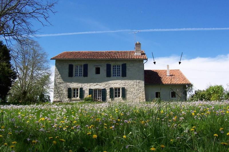 la Maison au bord de la riviere - The House next to the River - Aubeterre - Poitou-Charentes - rentals