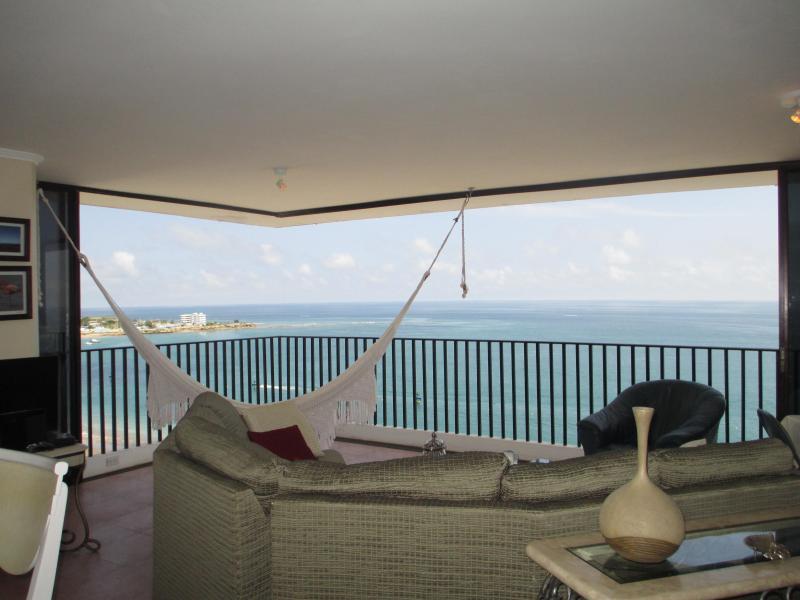 Living room - Salinas Beach Luxurious Apartment  with service. - Salinas - rentals
