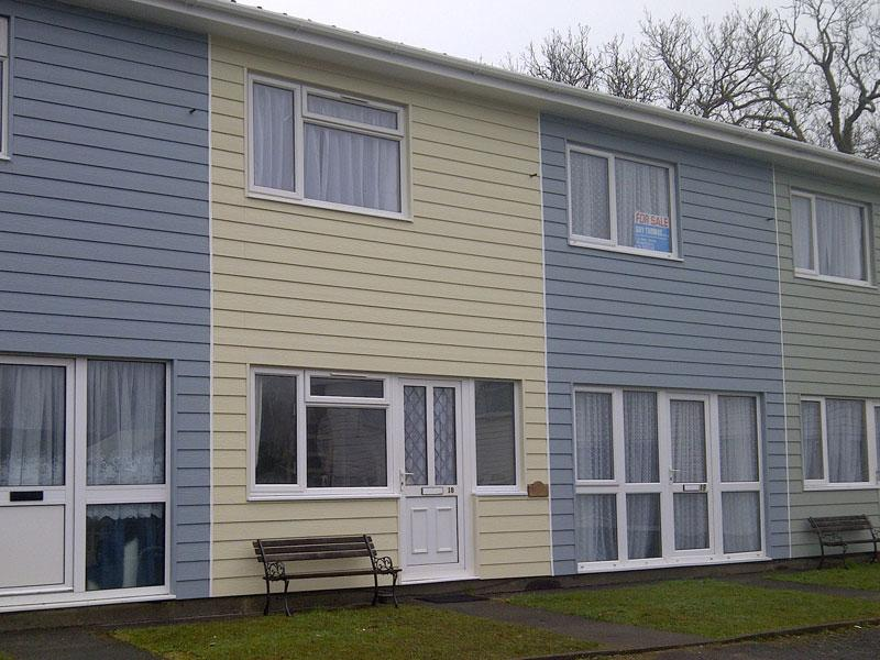 Driftwood is located in a row of colourful holiday homes - 'Driftwood', 18 Freshwater Bay Holiday Village - Freshwater East - rentals