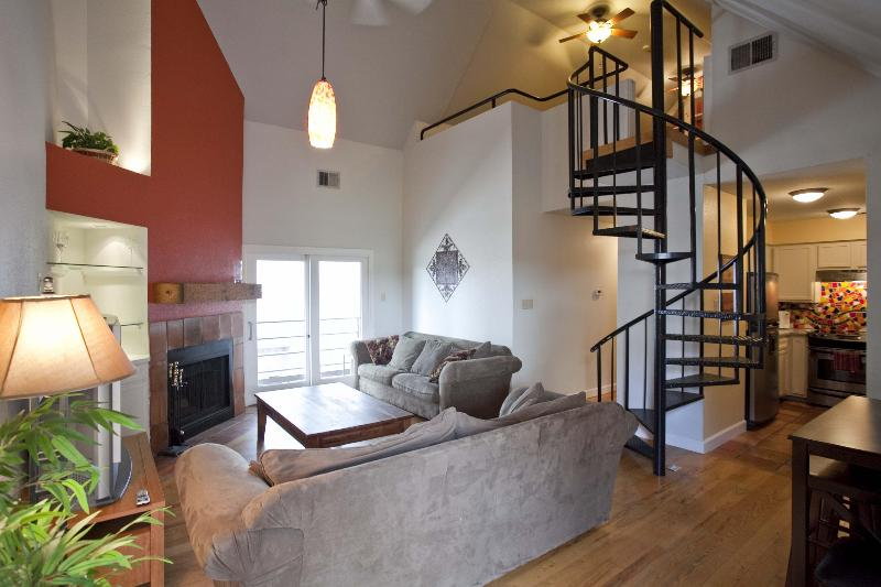 Great location sleeps 8! 2 blks to Conv Ctr & 6th - Image 1 - Austin - rentals