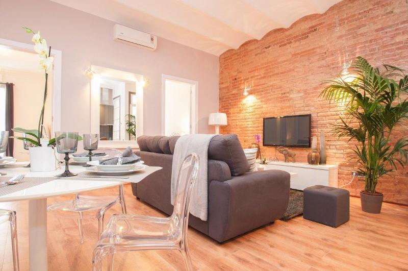 Luxury Plaza Catalonia Apartment - Image 1 - Barcelona - rentals