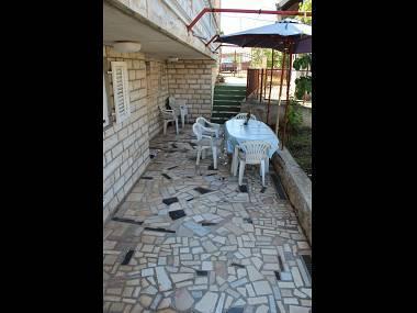 A3(4): terrace - 5556 A3(4) - Pirovac - Pirovac - rentals
