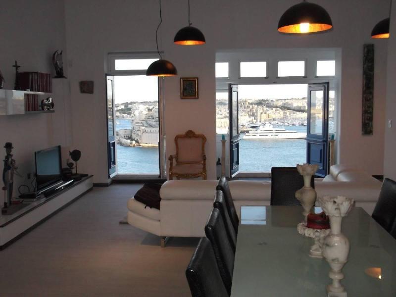 Awesome Valletta - stylish apt - breathtaking view - Image 1 - Valletta - rentals