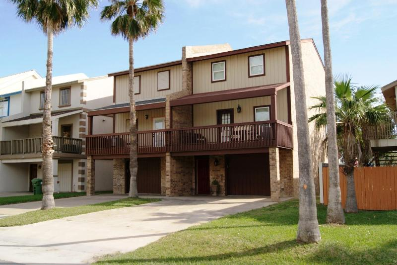 Blue Rain luxurious townhouse sleeps 10 - Image 1 - South Padre Island - rentals