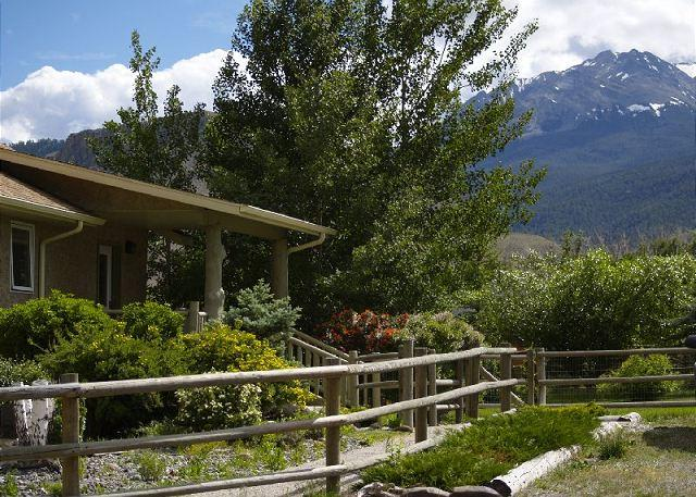 The home sits on 1.5 acres with great views of Electric Peak - Riverside Lodge - Gardiner - rentals