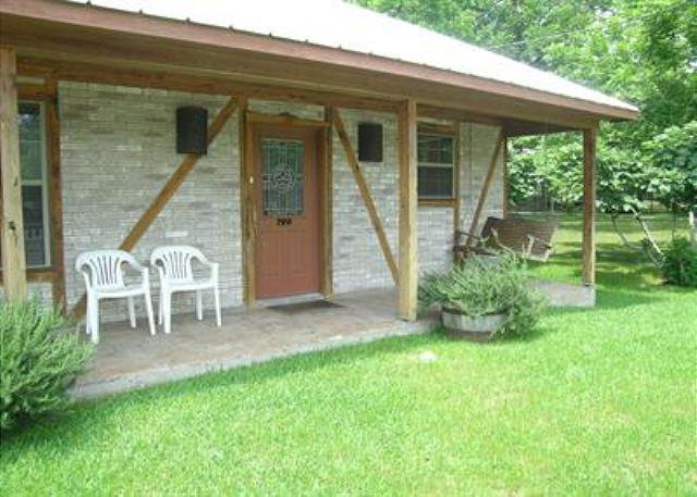 Exterior - Cozy, German-Style Fachwerk Cottage - New Braunfels - rentals