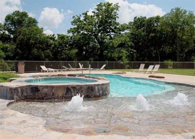 Pool - Beautiful Guadalupe River hideaway only 6 blocks from SCHLITTERBAHN and COMAL - New Braunfels - rentals