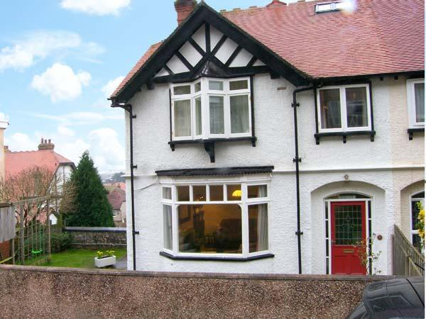 HIGHGATE, family accommodation, open fire, sea view, garden in Llandudno Ref 17340 - Image 1 - Llandudno - rentals