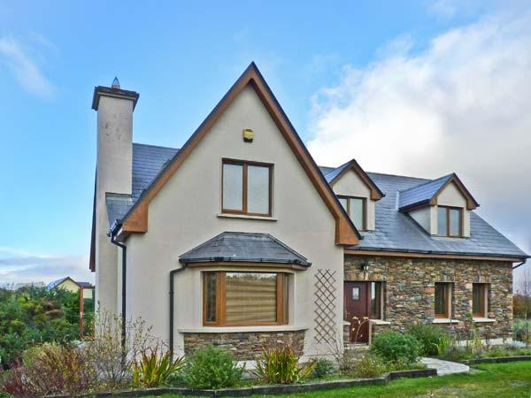 RADHARC AN TSLEIBHE, pet-friendly cottage with open fire, garden, rural setting, Killorglin Ref 21303 - Image 1 - Killorglin - rentals