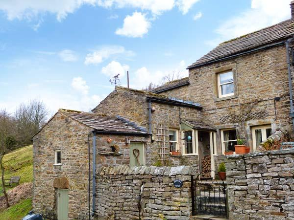 BROWN HILL COTTAGE, woodburning stove, close to pub and near to Reeth in Low Row, Ref 22378 - Image 1 - Reeth - rentals