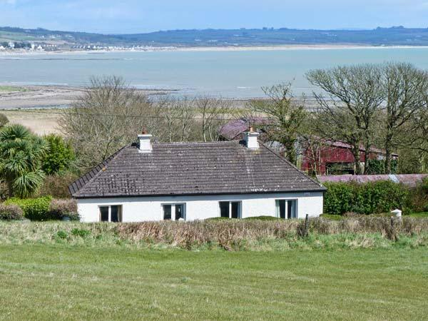 AN SRUTHAN SAILE, near coast, open fire, off road parking, garden, in Ballycotton, Ref 22459 - Image 1 - Ballycotton - rentals