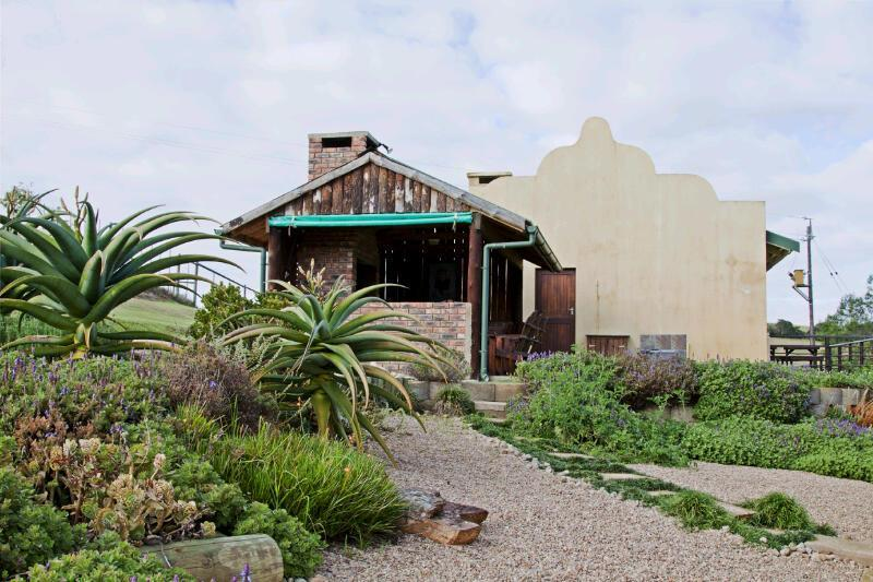 Side view of braai and chalet - Hakuna Matata Game Farm - Western Cape - rentals