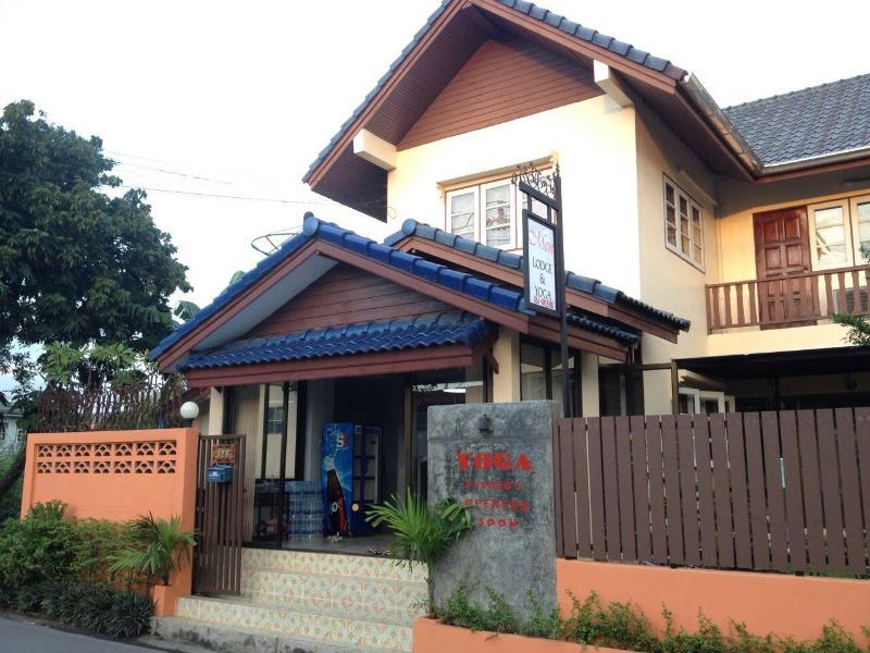 Mon Lodge & Yoga, Bangkok - Image 1 - Bangkok - rentals