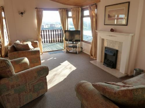 BORWICK HEIGHTS, South Lakes Leisure Village, Carnforth, South Lakes/Lancashire Border - Image 1 - Carnforth - rentals