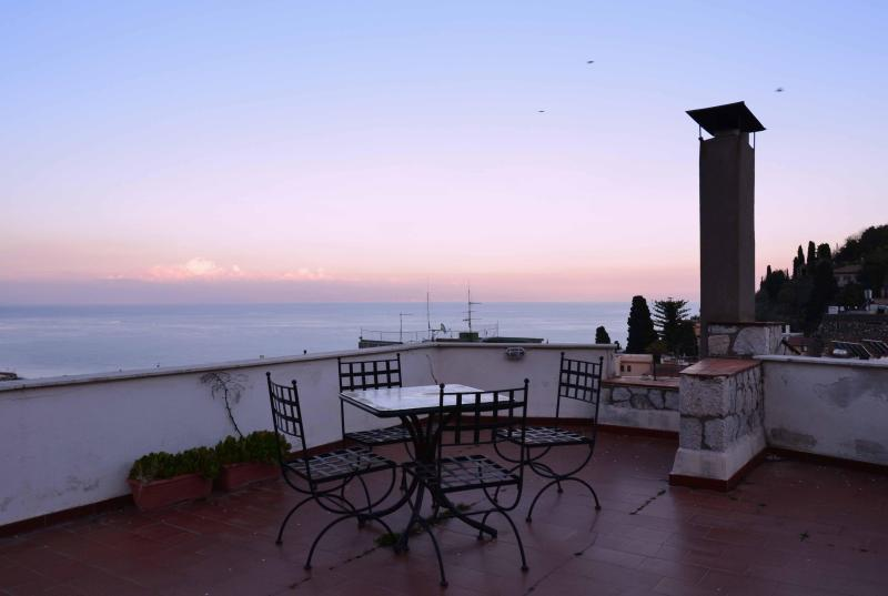 Tetti di Taormina, stunning view-terrace in centre - Image 1 - Taormina - rentals