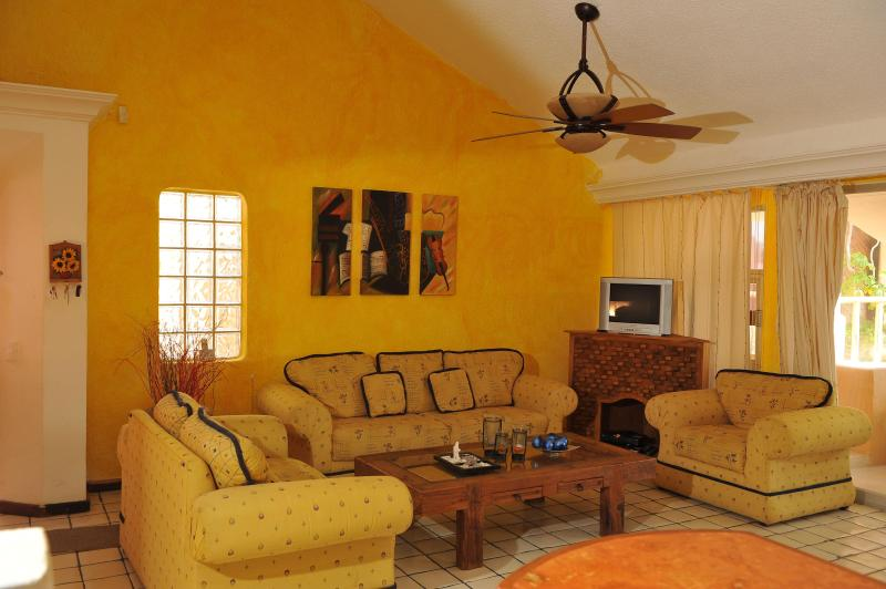 Confortable living room - Beautiful Mexican Style Condo near the beach - Cancun - rentals